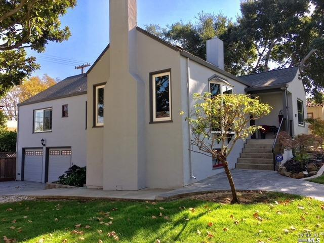 Gorgeous home in the Vista de Vallejo.This corner house boast Mediterranean style with 3 bedrooms, 2