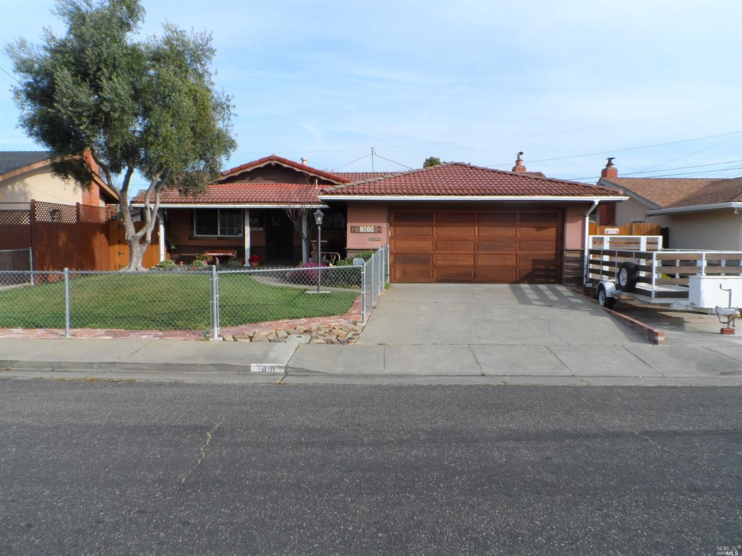 Back on Market due to Buyers job loss.Property has an FHA appraisal for $400,000. Seller will credit