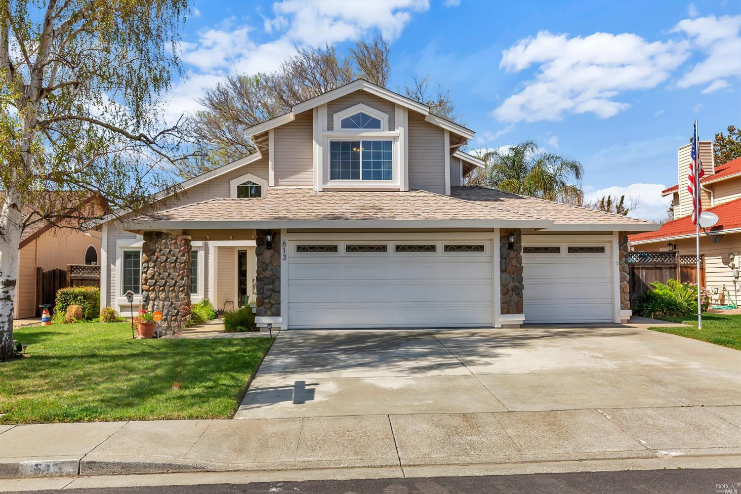 Photo of 613 Whitestag Way, Vacaville, CA 95687