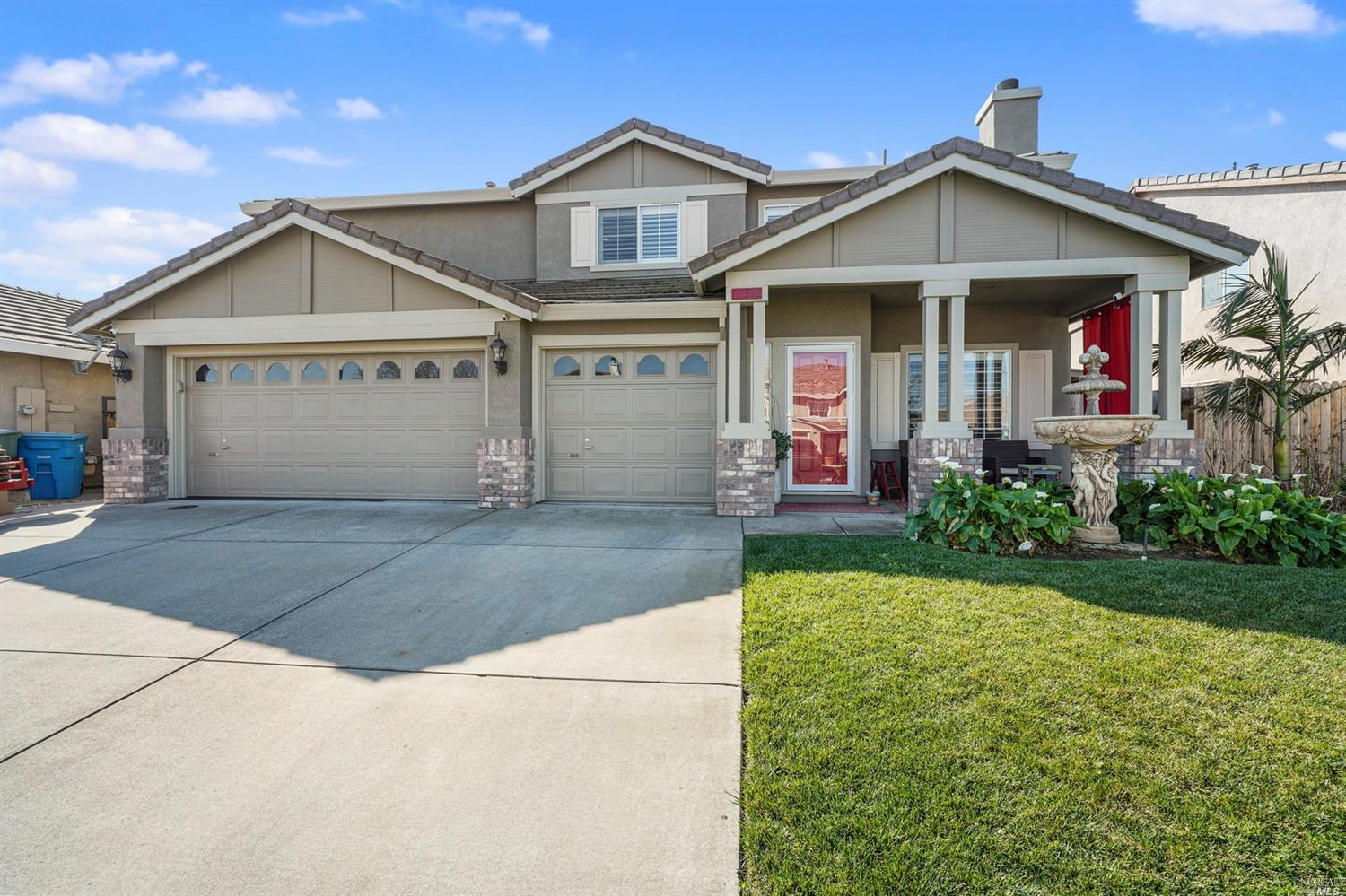 HURRY STOP THE CAR! There is no place like THIS home. Walk into the cozy living room and turn the co