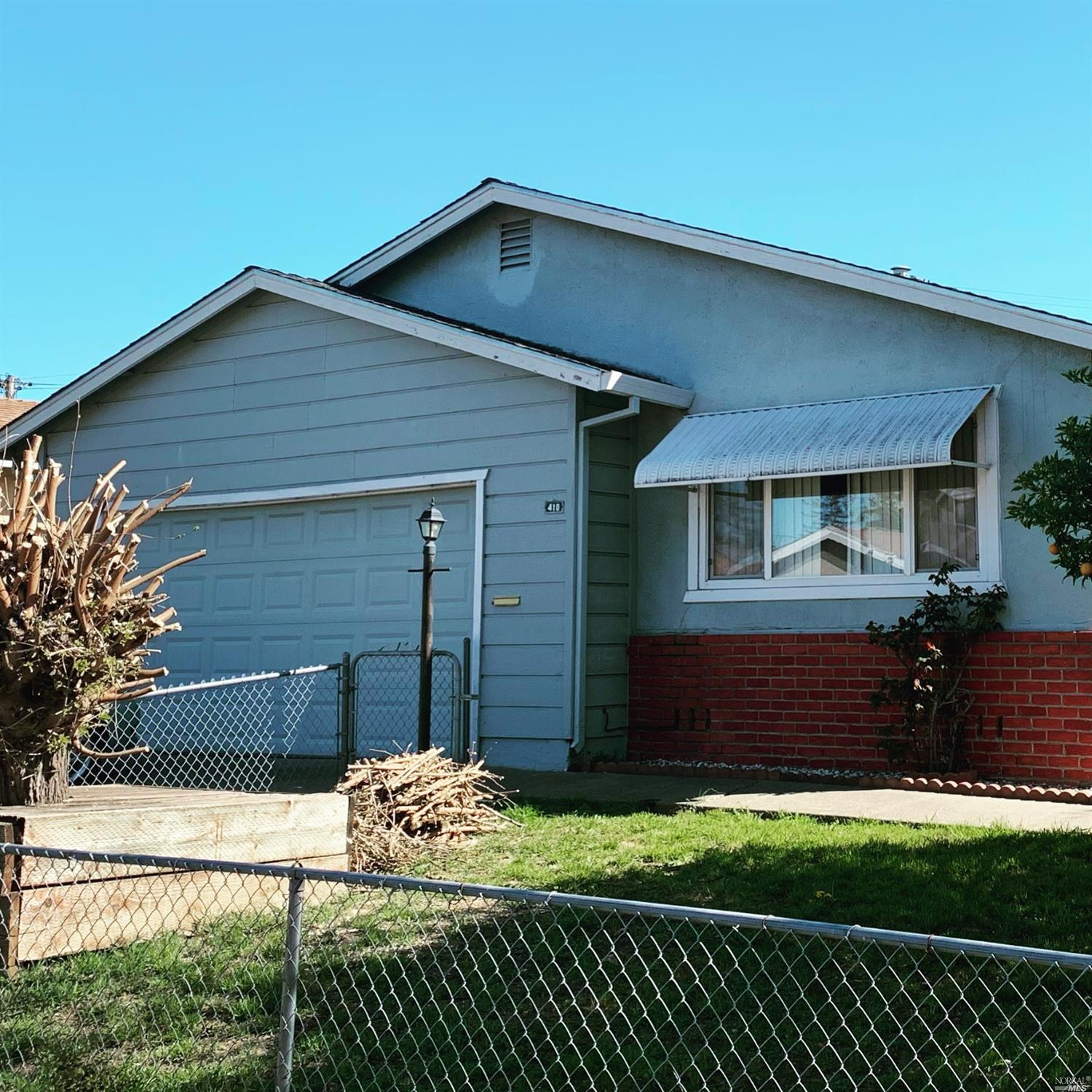 Great 3/2 bath home with bonus living room in great condition close to schools and American Canyon b