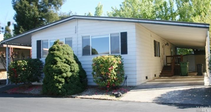 Windsor Mobile Country Club, a senior community close to shopping and transportation. 1440 SqFt home