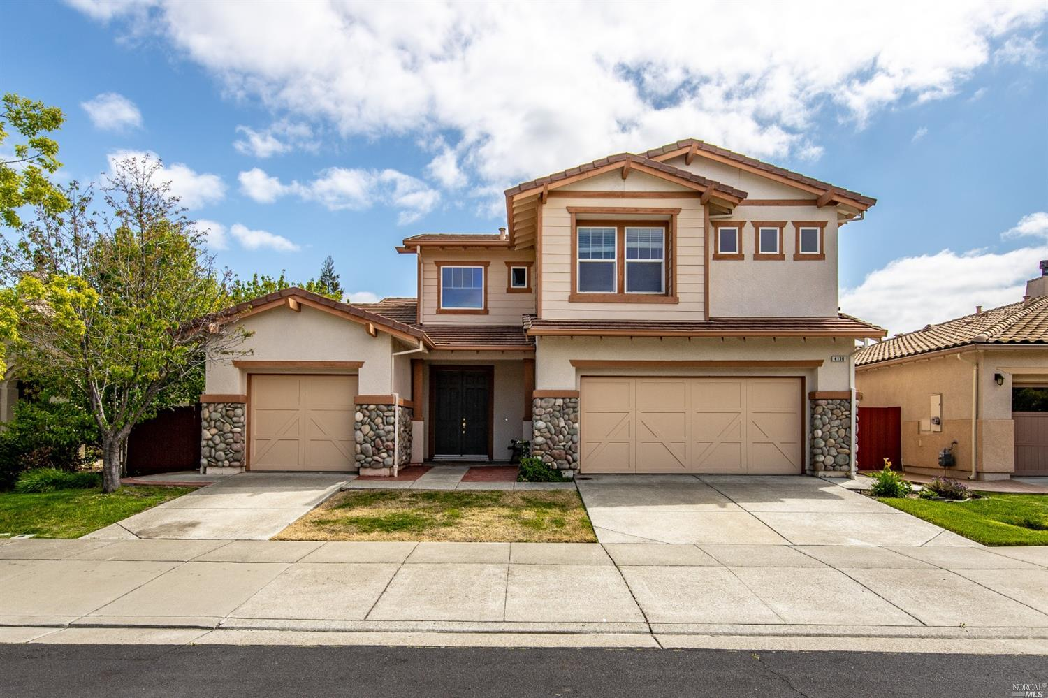 Beautiful Southwestern style 2 story home situated in Paradise Valley Golf Courses community. With n
