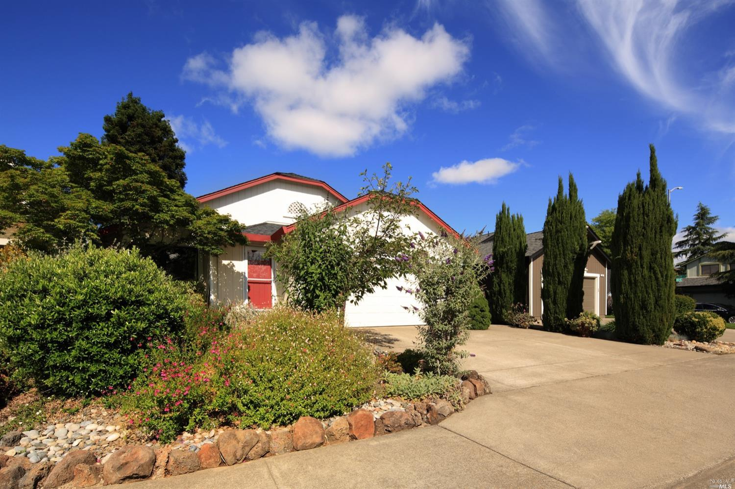 Sweet single level three bedroom two bath home on quiet cul-de-sac in desirable east Windsor. Loving
