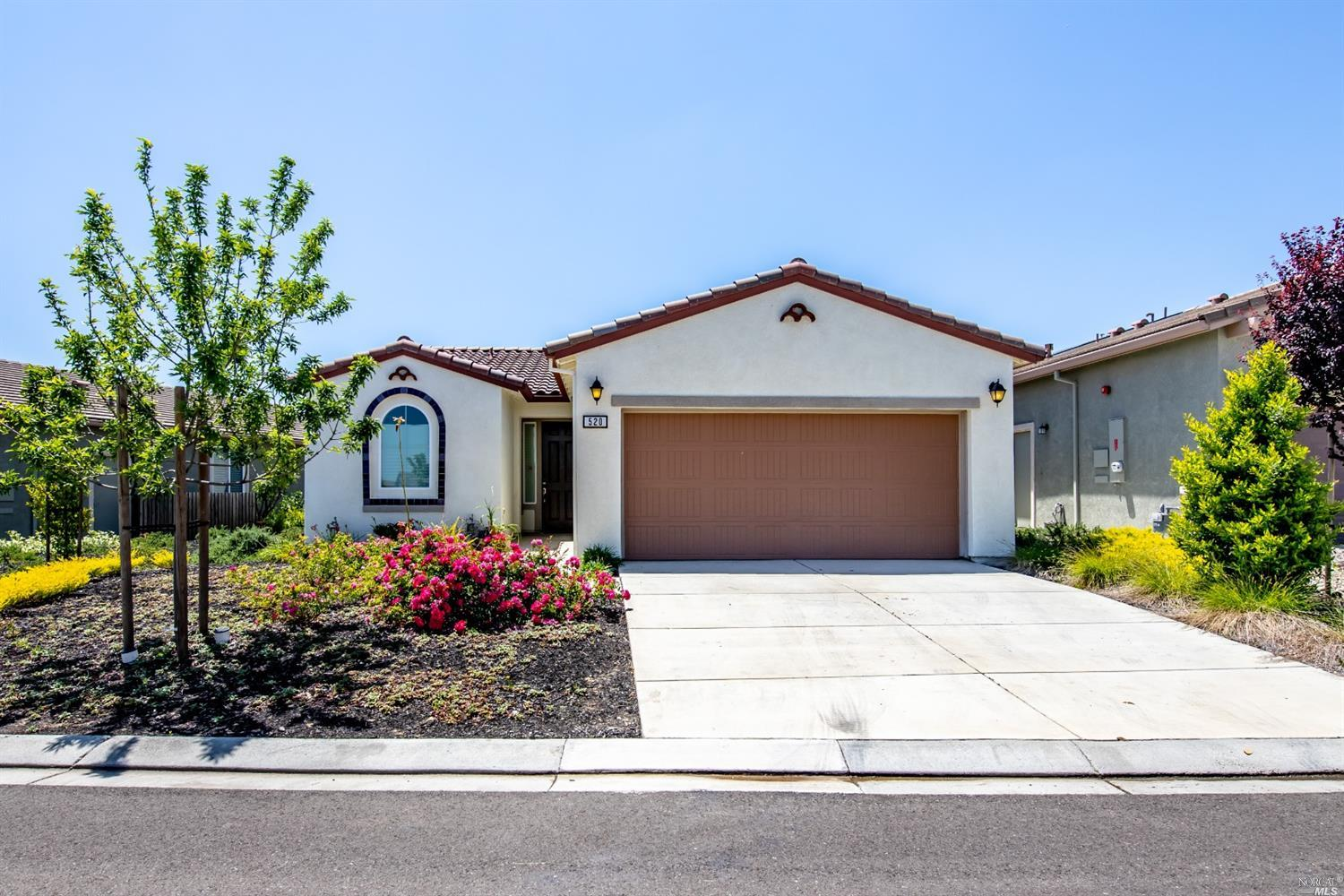 Welcome to the Trilogy, an active 55+ adult community! This 2 bedroom 2 bathroom home features a gou