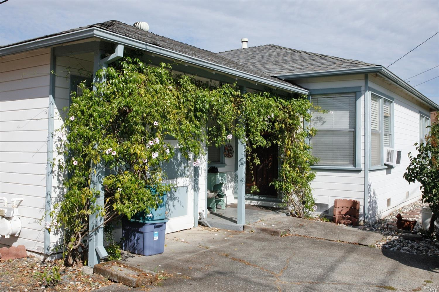 Looking for your first home or an investment opportunity in Napa? This home could be either! Hardwoo