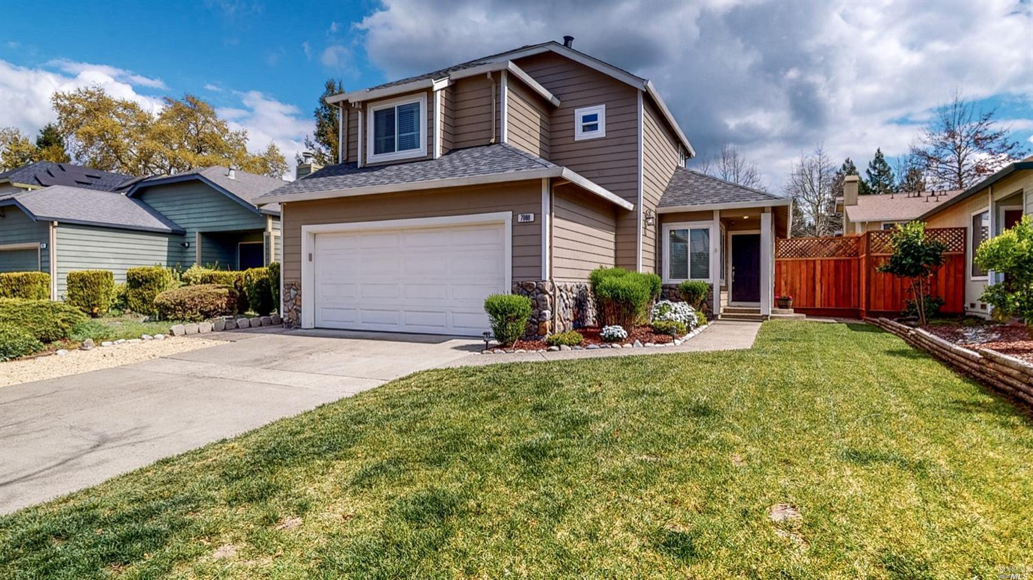 Well maintained 3 bedrooms, 2 1/2 bathroom home with 1,757 sq ft +/- of living space. The kitchen is