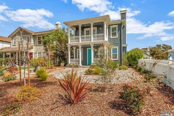 Welcome to this Mare Island Beauty. The kitchen was recently remodeled with quartz countertops and a