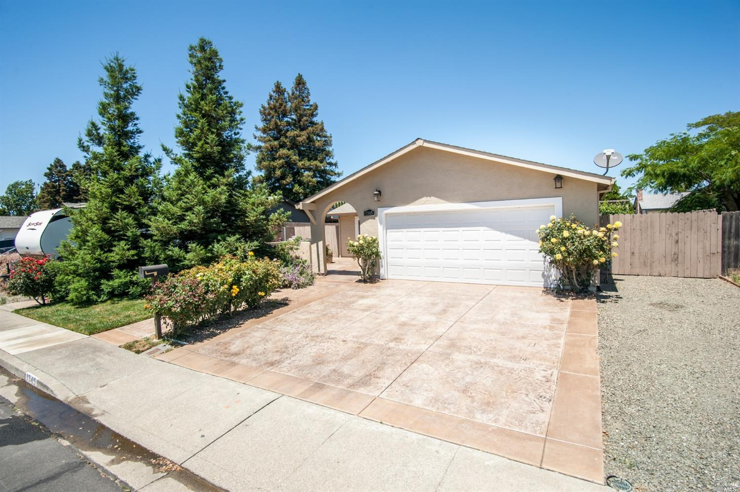 Cute 2 bedroom, 1 bath in the much sought after Travis School District, easy care backyard with cove