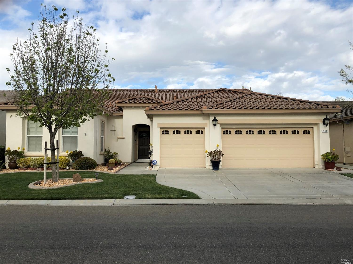 This is in active adult (55+) gated community in Trilogy, Rio Vista, California. This is a beautiful