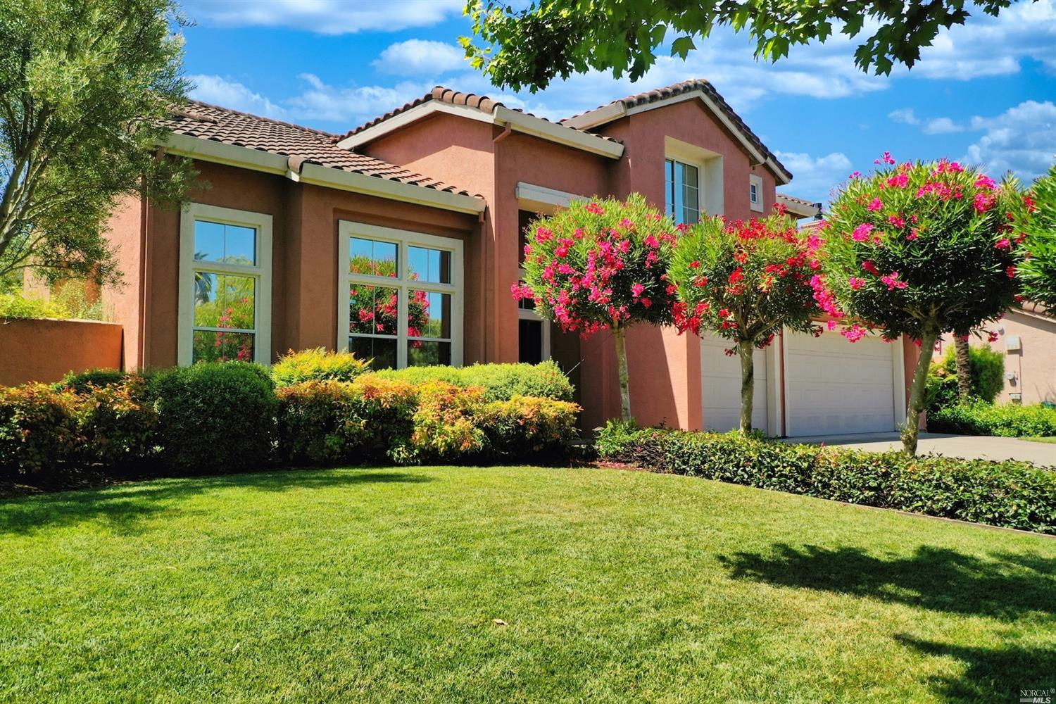 Napa Waterfront Sanctuary! Escape to the beautiful Napa Valley! Enjoy the lifestyle of this 4 bed/2.