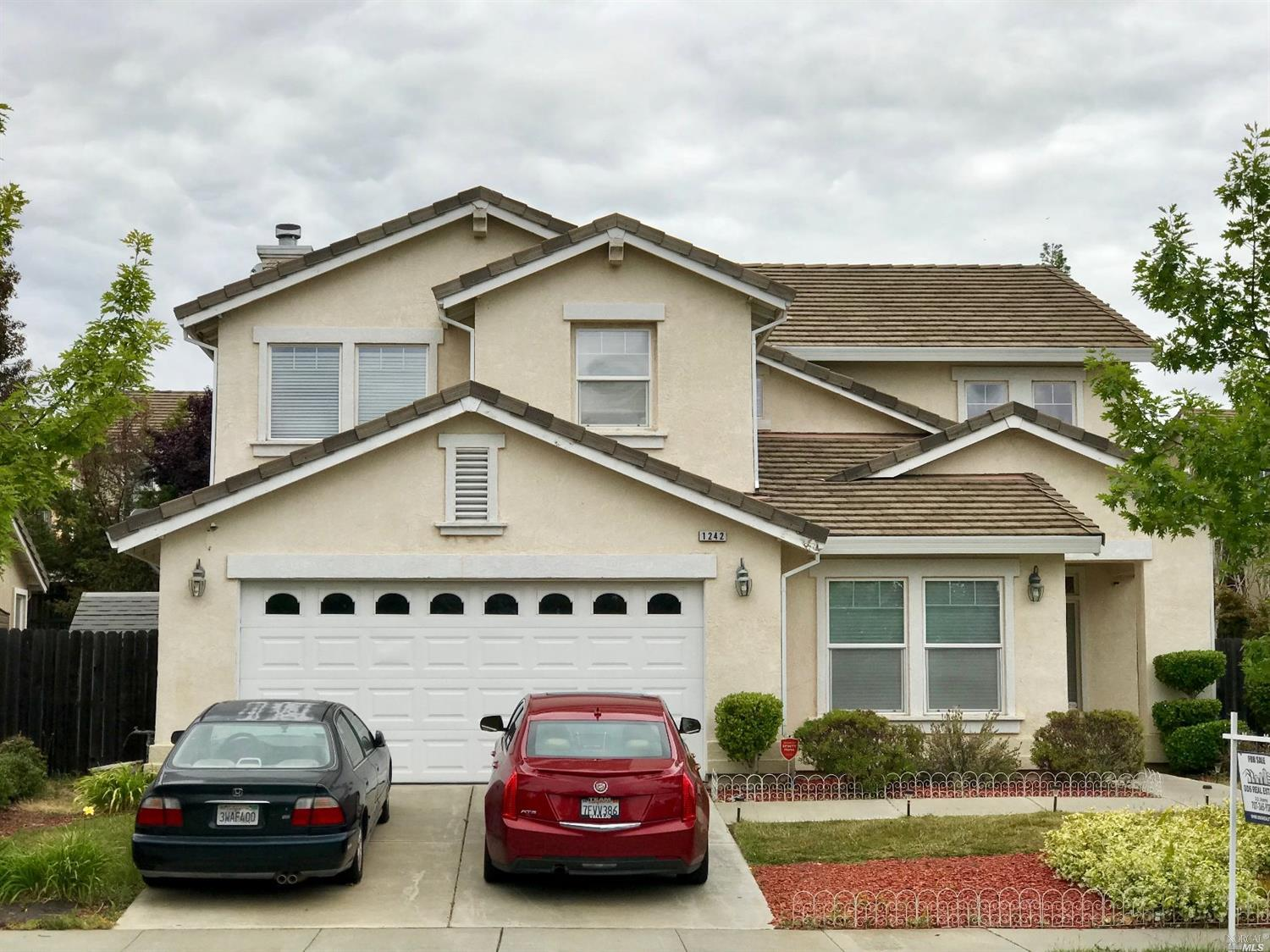 Former Model 5 bed 3 full bath home with Lake view, Spacious floor plan offers gourmet Din-in Kitche