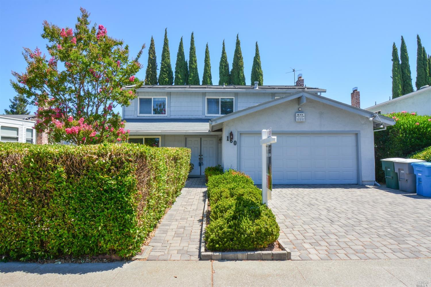 Beautiful well cared for home in great neighborhood.   Move in ready!  New flooring in kitchen, dual