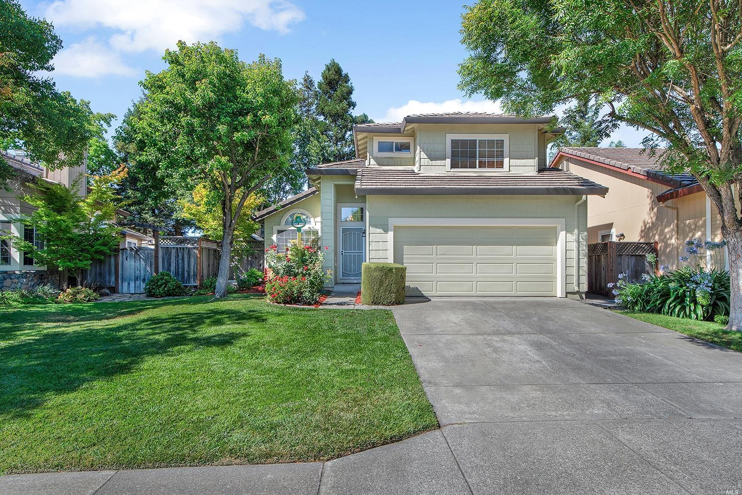 Well maintained and spacious 3BD/2.5BA in desirable East Windsor. The kitchen has new Stainless Stee