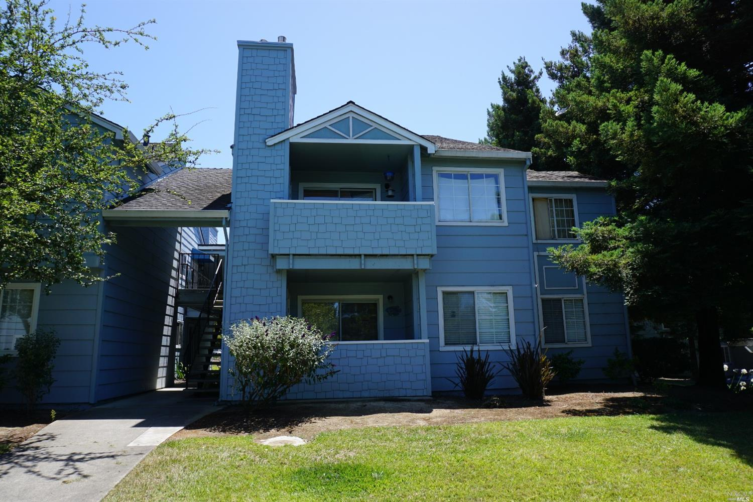 Lower unit, most of it was recently painted, Electric stove, Large walk in closet in Master Bedroom,