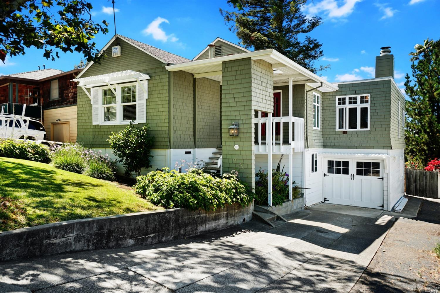 Beautiful craftsman home in sought after Vallejo Heights neighborhood. Lots of upgrades while mainta