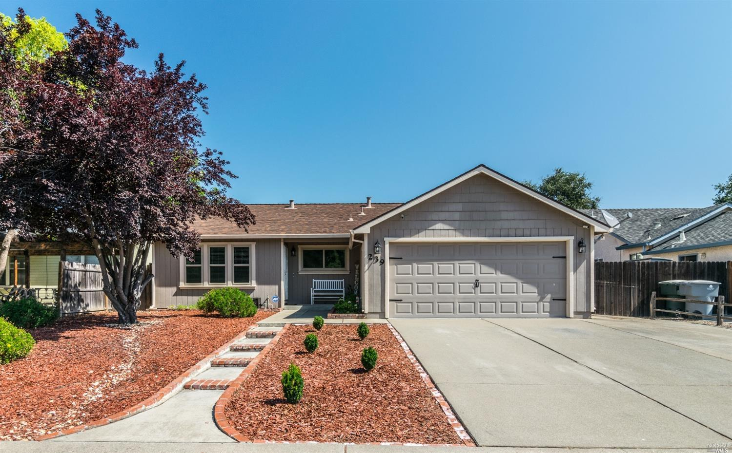Look no further! Decorator touches throughout! Great floor plan with spacious separate family & livi