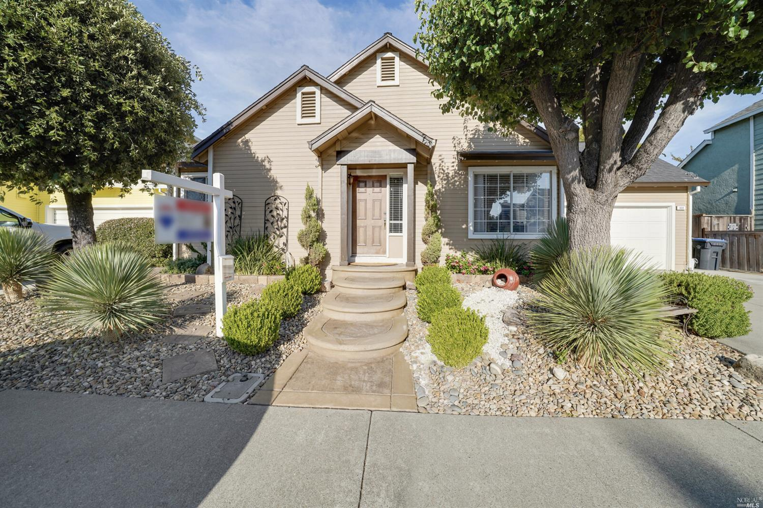 Beautifully well maintained home, move in ready! Vaulted ceilings, spiral staircase,updated guest ba