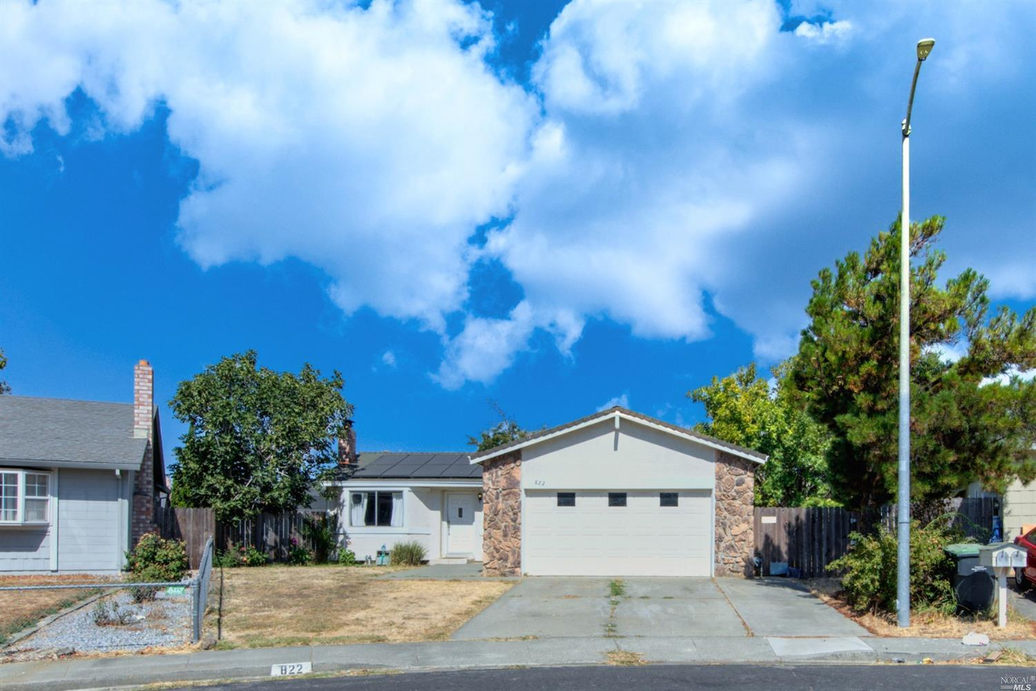 Charming Dover Terrace single story that features a spacious updated kitchen w/ stainless steel appl