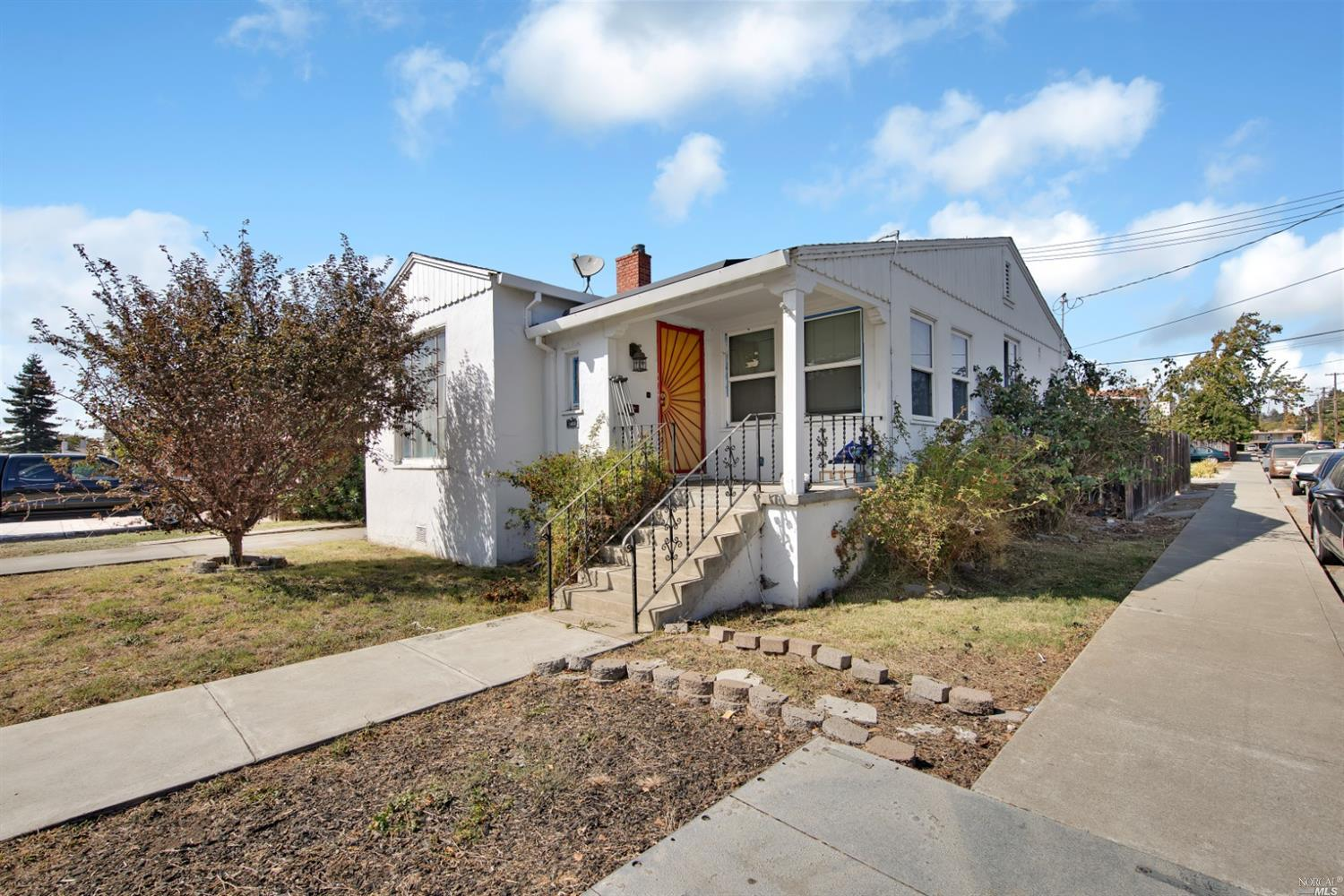 Great fixer in sought after Morningside addition of Vallejo.    Large 3 bedroom, 1 bath home on a co