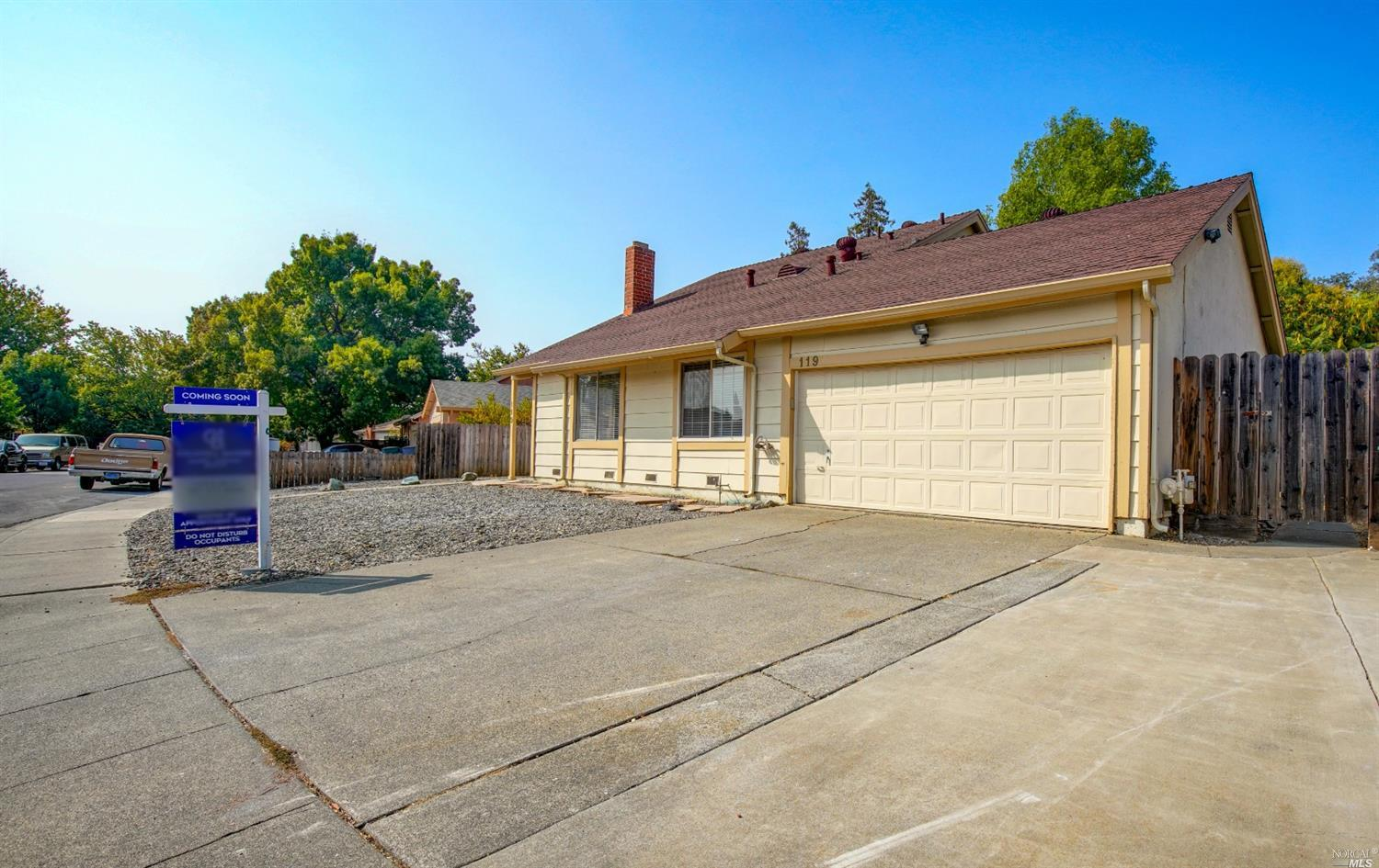 Great Home located in Creekside Subdivision. This super cute home features 4 bdrms, 2 bath. Master b