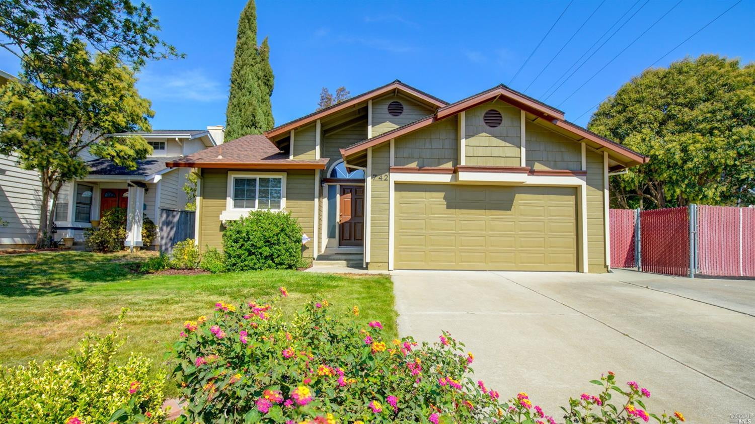 Beautifully remodeled, move-in ready single story home in Cordelia Villages. Near park, schools and