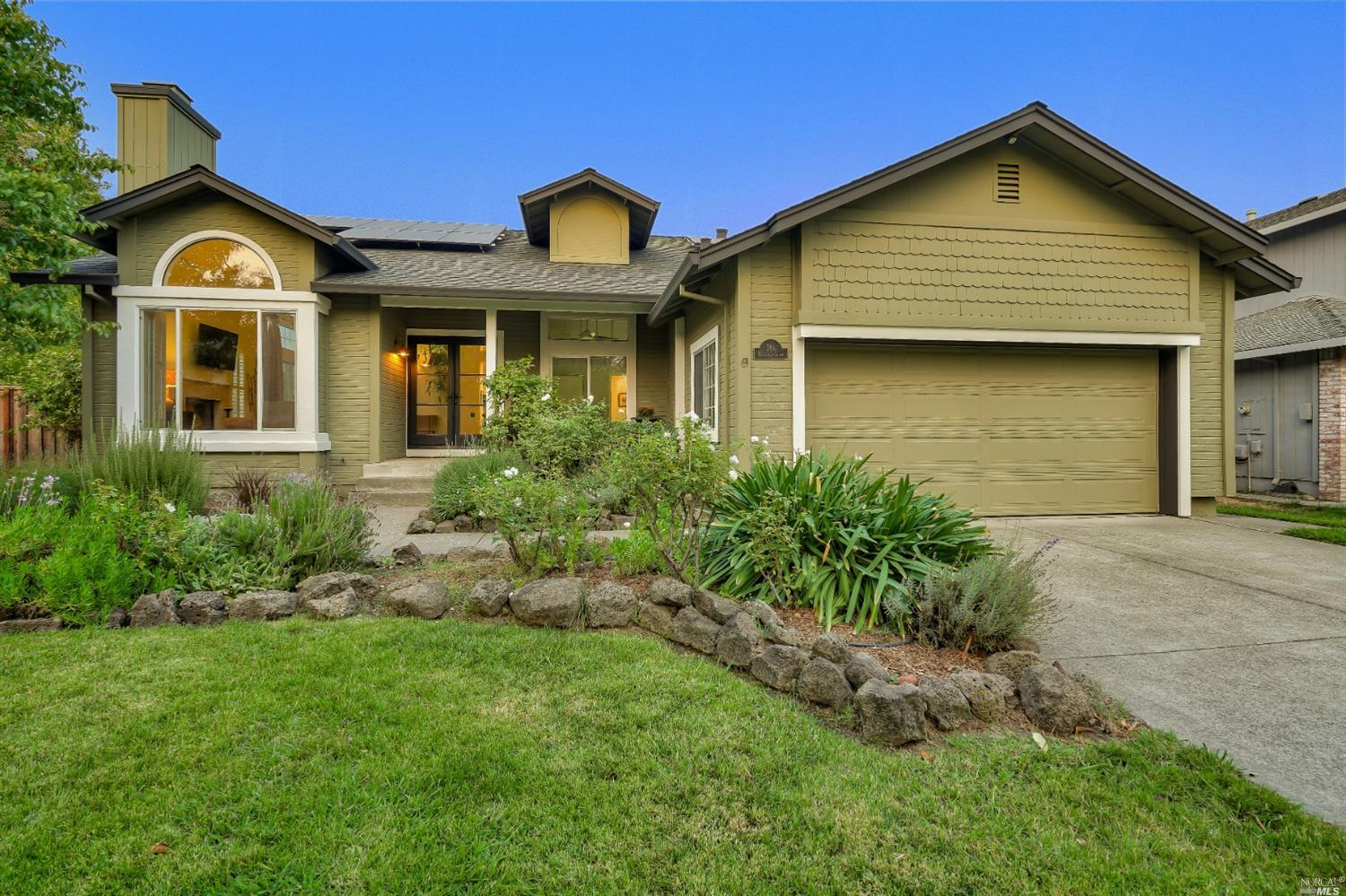 Own an acre in gated Lakewood Hills community in Windsor. Beautifully updated single story 4 bedroom