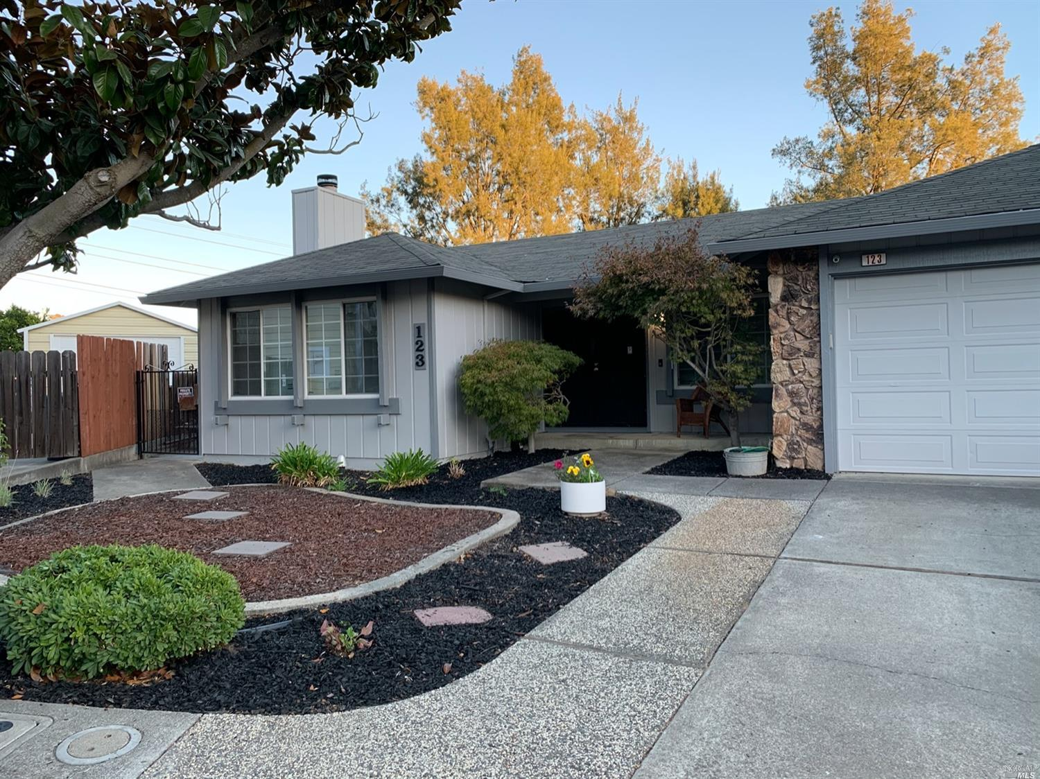 Secluded Court Location on a hill with Panoramic Views of Vallejo, Mare Island and Mt. Tamalpais on