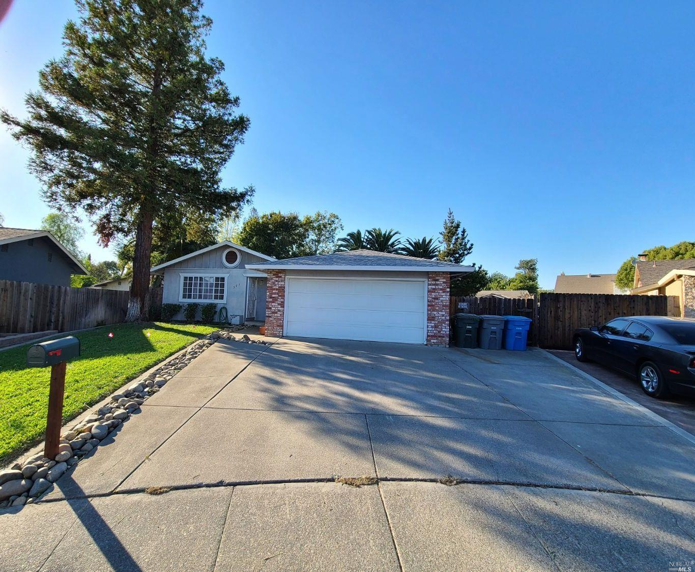 Looking for beautiful home located in a cul-de-sac, 355 Franklin Ct. is just the home you are lookin