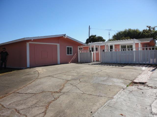 This home sits on 0.14 acre of land. It has 3 bedrooms and 1 bath. Updated kitchen and bath. New lam
