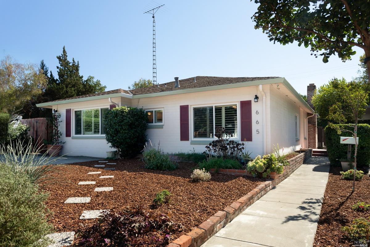 Photo of 665 West B Street, Dixon, CA 95620
