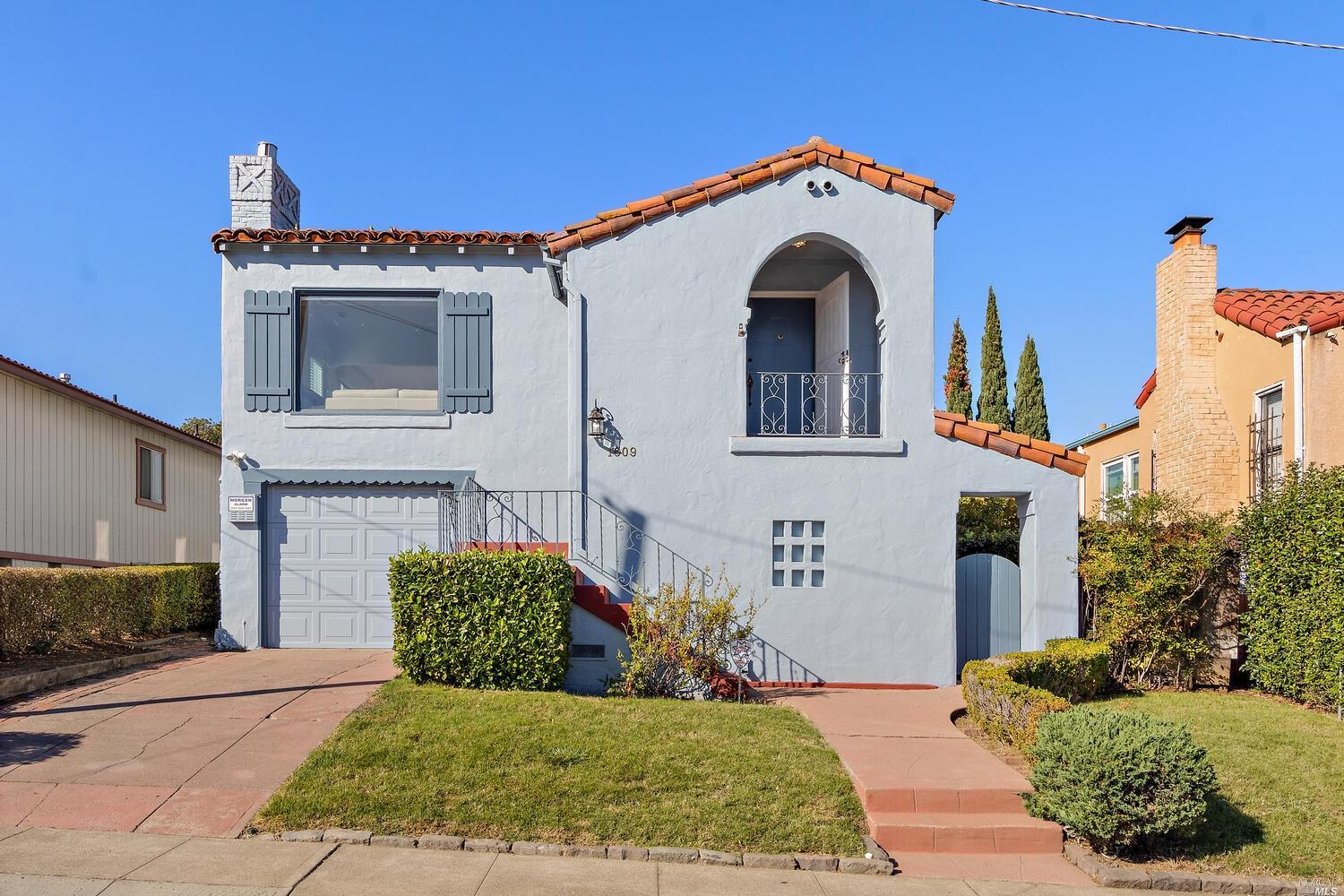 Welcome Home to your Mediterranean Bungalow near the Ferry Building and the Sprawling Vallejo Waterf