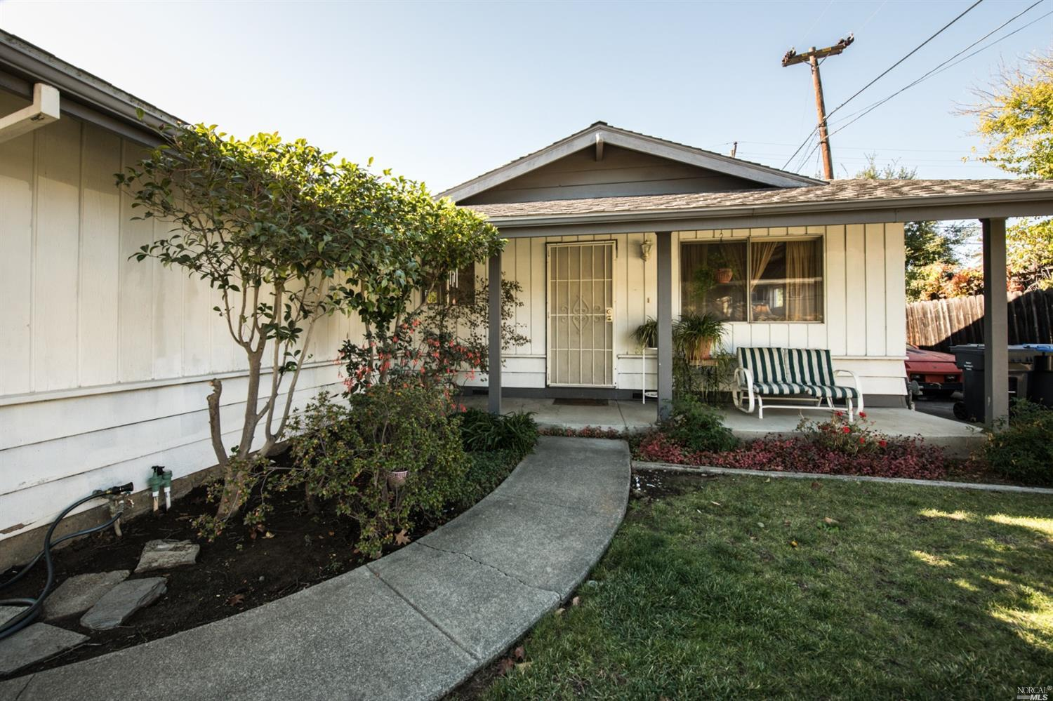 This ONE has YOUR Name on IT!! Empty Nesters! 1ST Time BUYERS! This is the Perfect Home for YOU!  Cl