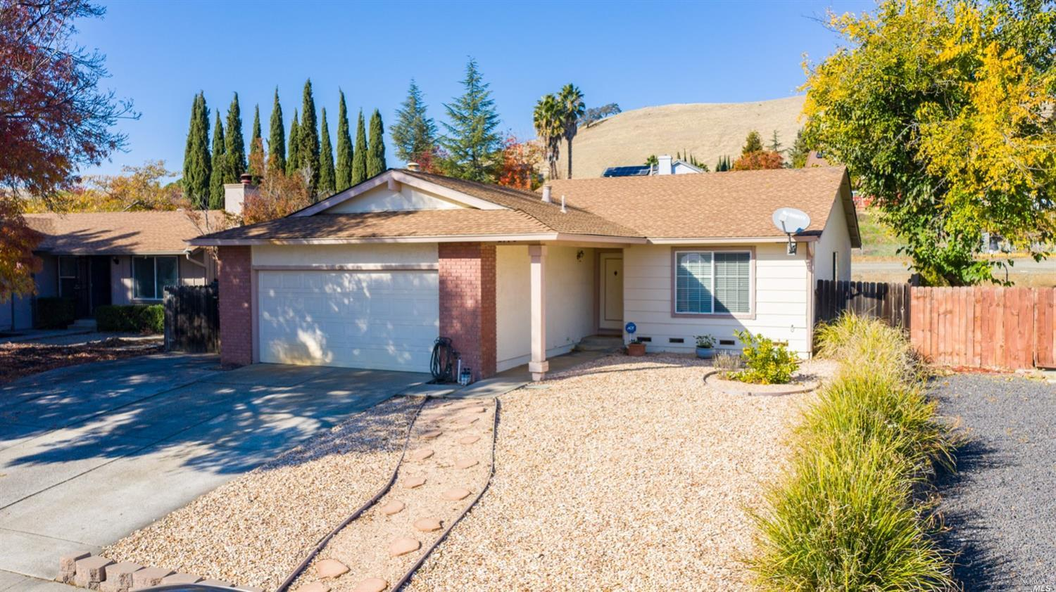 Check out this cutie! Located on the westside of Fairfield this single story has a lot to offer. 3 b