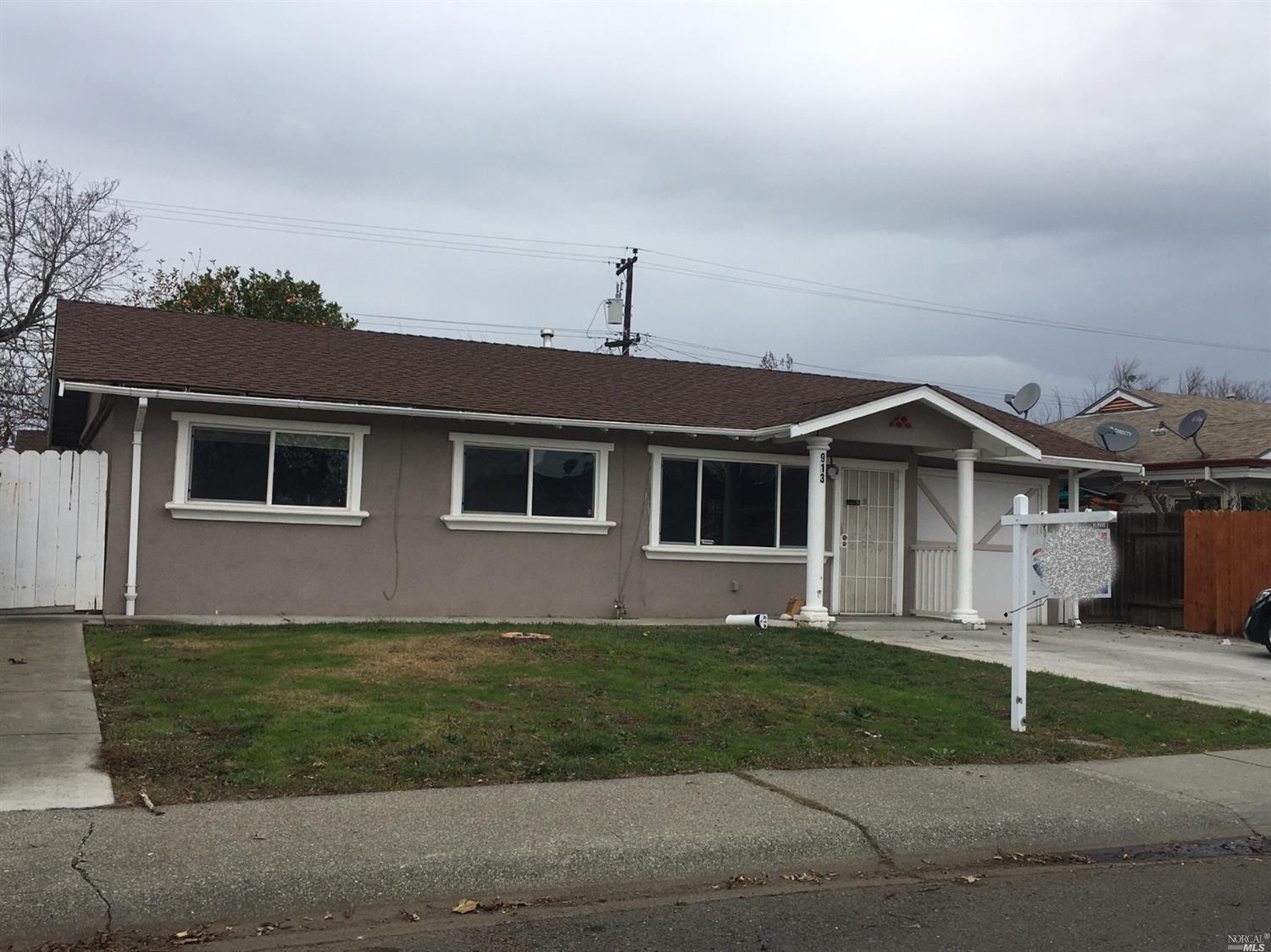 Move in ready single story! Fresh interior paint, updated bathroom. Large back yard with covered patio. Large shed too. Laminate flooring thru out. Close to schools, shopping and freeway.
