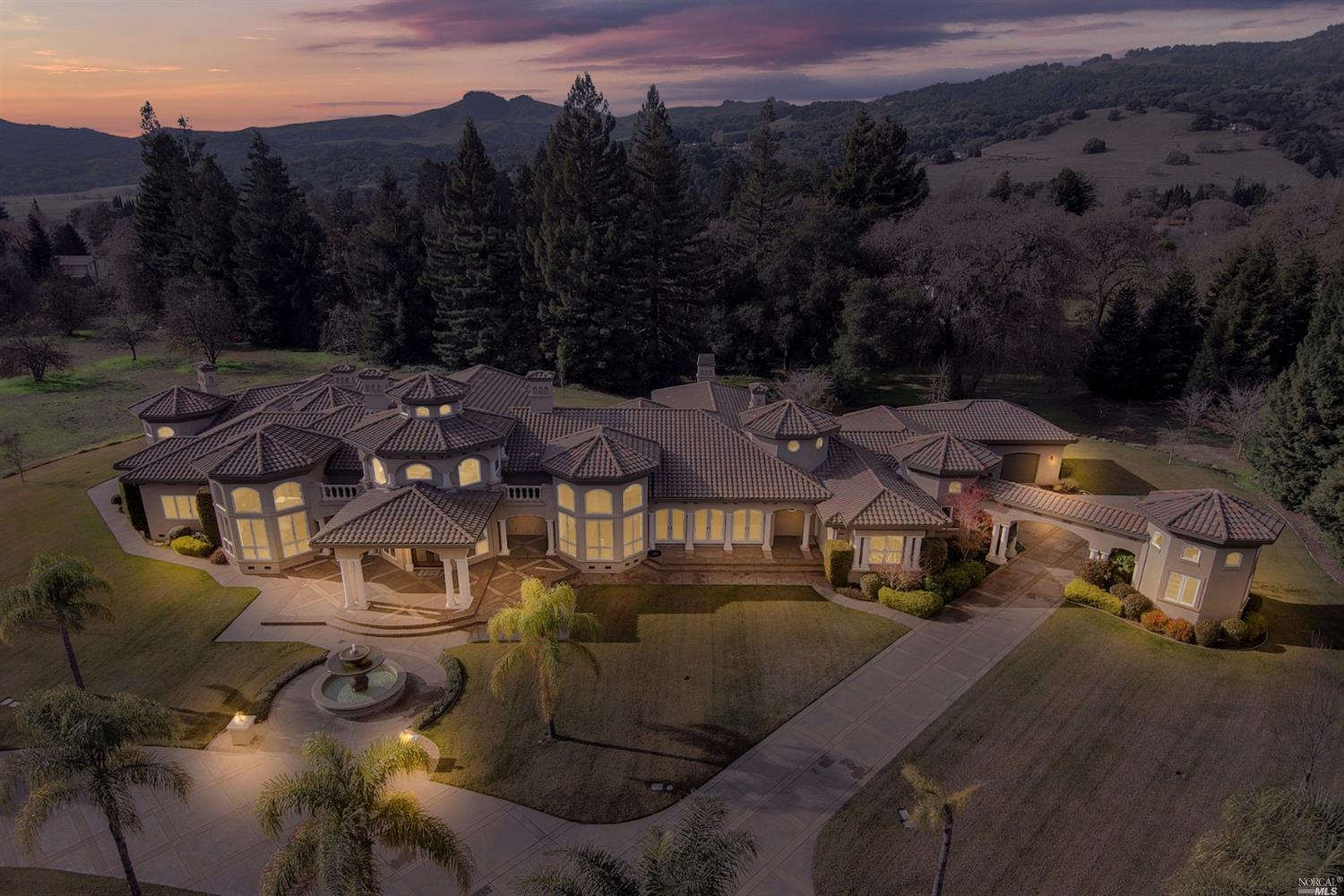 A spectacular single story Estate in an exclusive gated community in beautiful Green Valley.Over 750