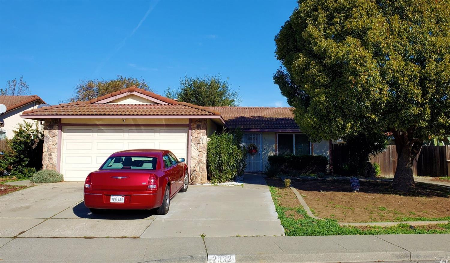 Charming 3 bedroom home, near freeway.  Kitchen has granite counter tops with stainless steel stove.