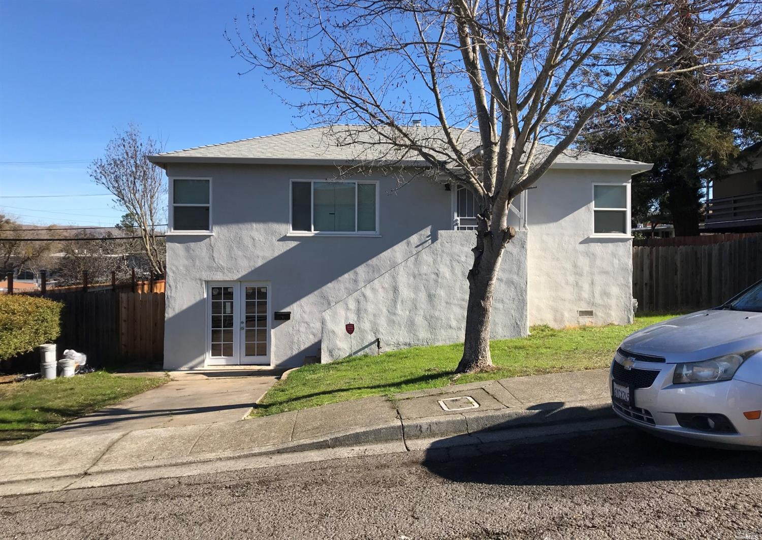 Lovely remodeled turn key property, located in Beverly Hills Subdivision... Hardwood flooring throug