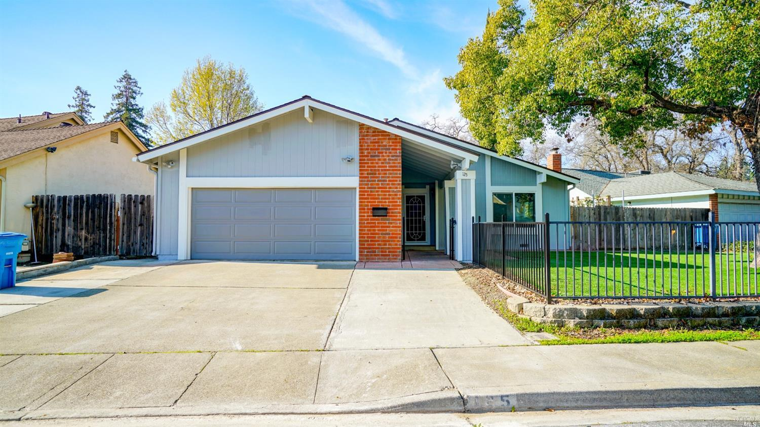 Super cute single level home located in Creekside Subdivision. This darling home features 4 bedrooms