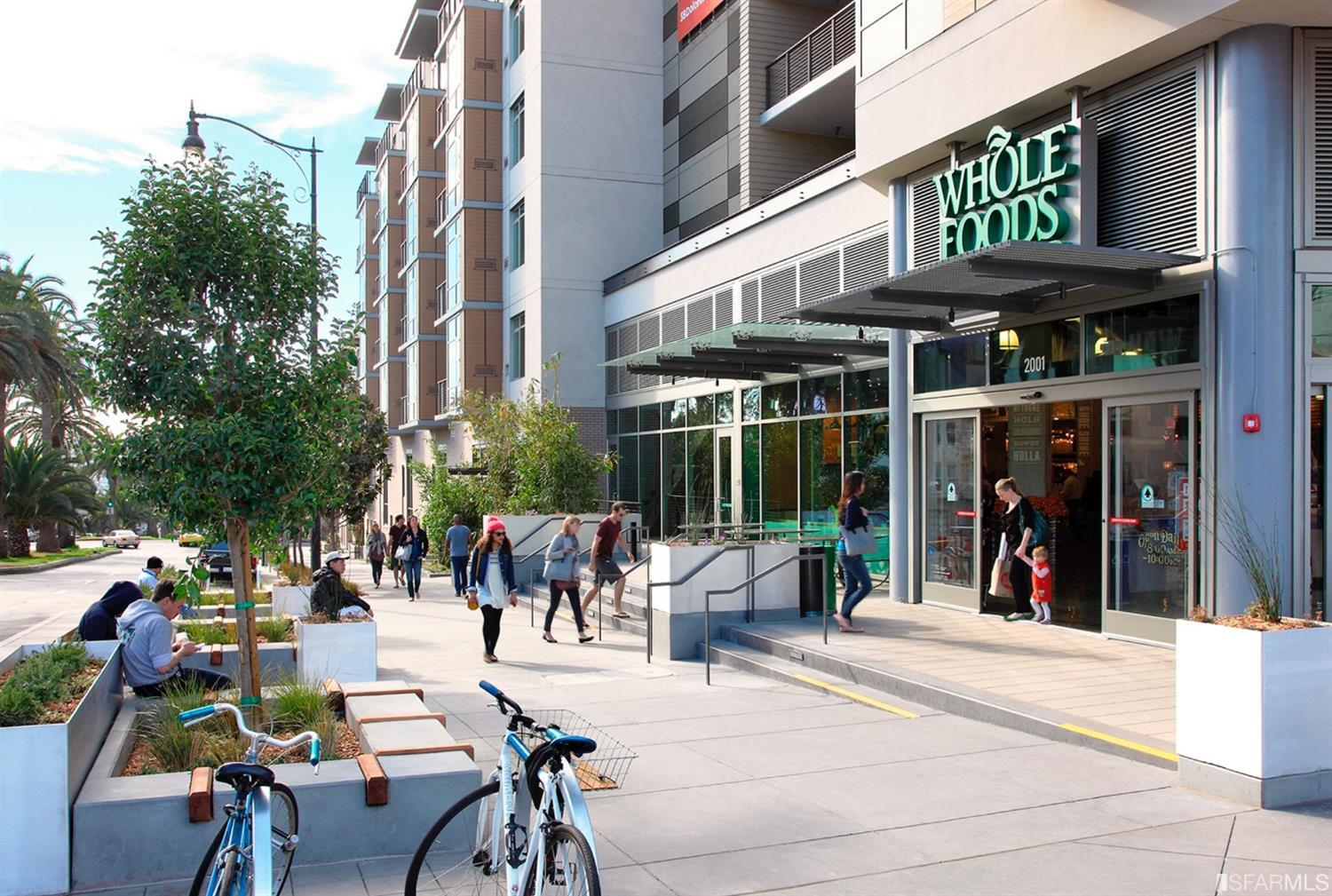 Convenient to Whole Foods, Bi-Rite and other fantastic neighborhood resources