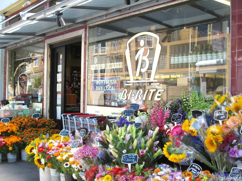 Wonderful convenient neighborhood shopping and restaurants including Bi-Rite, Delfina and Tartine. Fantastic location convenient