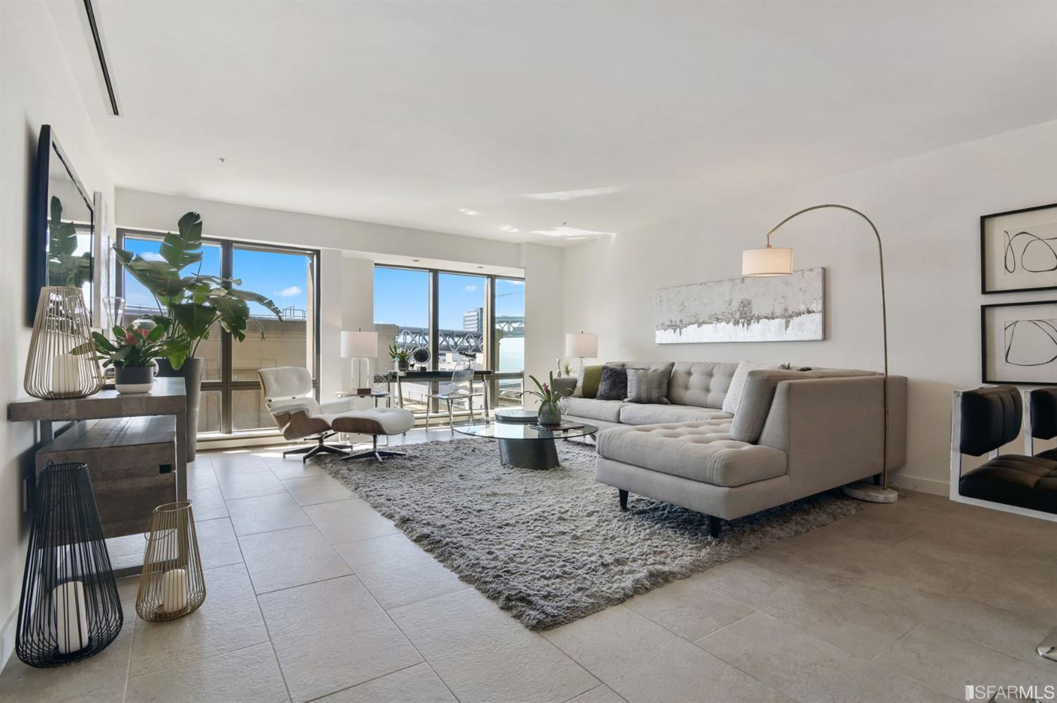 Light filled unit with high ceilings