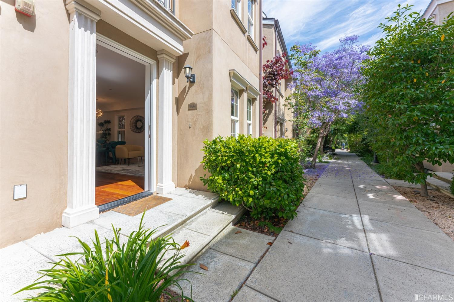 Welcome to Chelsea Park (3620 19th St.)! This townhouse has it all, including privacy with nobody above or below you. A true, se