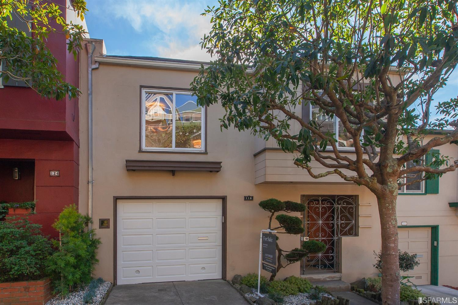 Welcome to 116 Burlwood Drive in Miraloma Park, right on the border of Westwood Highlands.